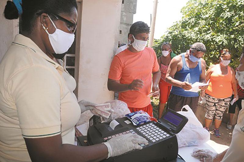 Venta de productos a pobladores de la Boca, en Mariel / Foto: Otoniel Márquez